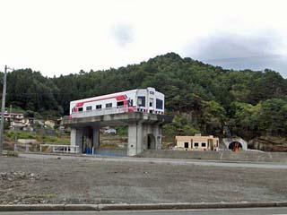 田野畑駅近くで見る「平井賀川の水門」